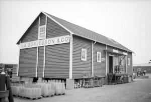 Detta magasin byggdes för Skånska Lantmännen, men då de gick i konkurs omkring 1930 köpte A. Börjesson & Co det och flyttade byggnaden till fabrikstomten. Den revs på 1990-talet.